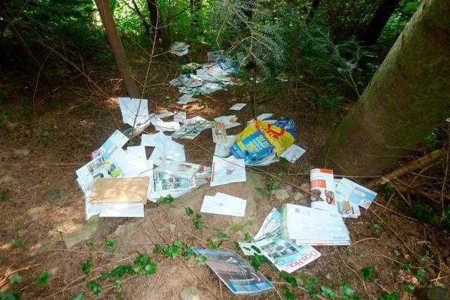 Spaziergänger findet bei Unterharmersbach 580 Post-Sendungen im Wald