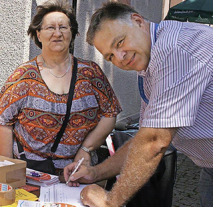 Unterschriften zur Wertsteigerung häus...erin Margarethe Bühler.Foto: Ines Bode  | Foto: Ines Bode