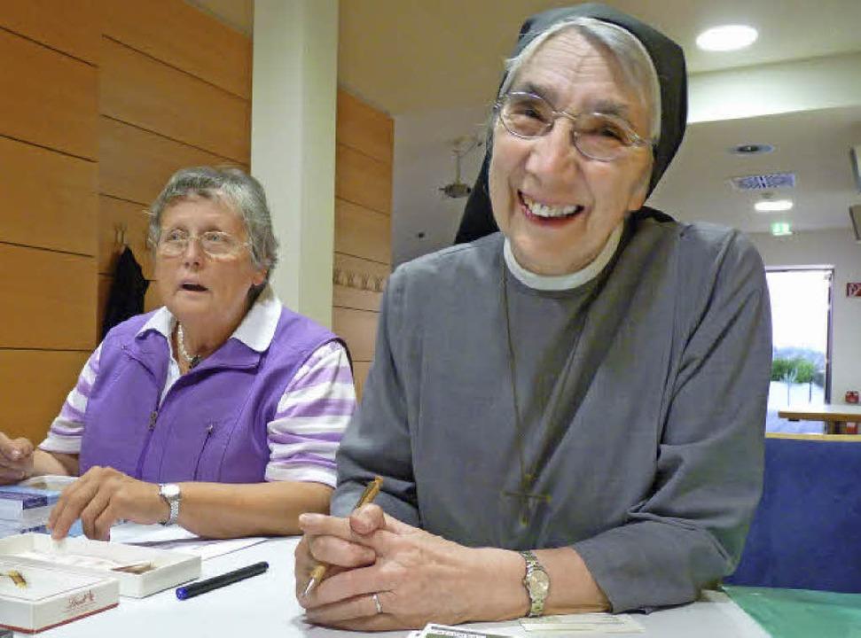 Die große alte Dame der Krankenpflege ...Fuchs (links), hat Juchli eingeladen.     Foto: Cornelia Weizenecker