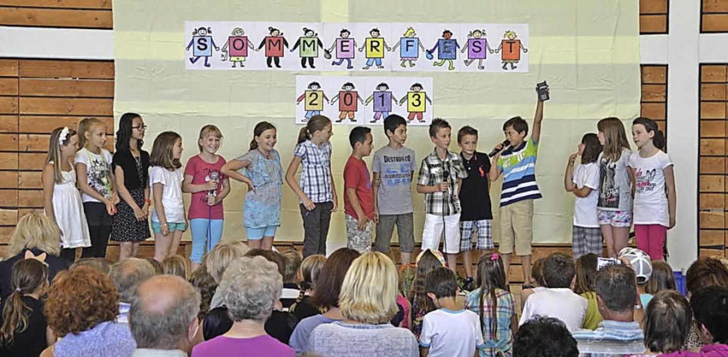 Aufführung beim Sommerfest der Grundschule Mietersheim.   | Foto: Schule