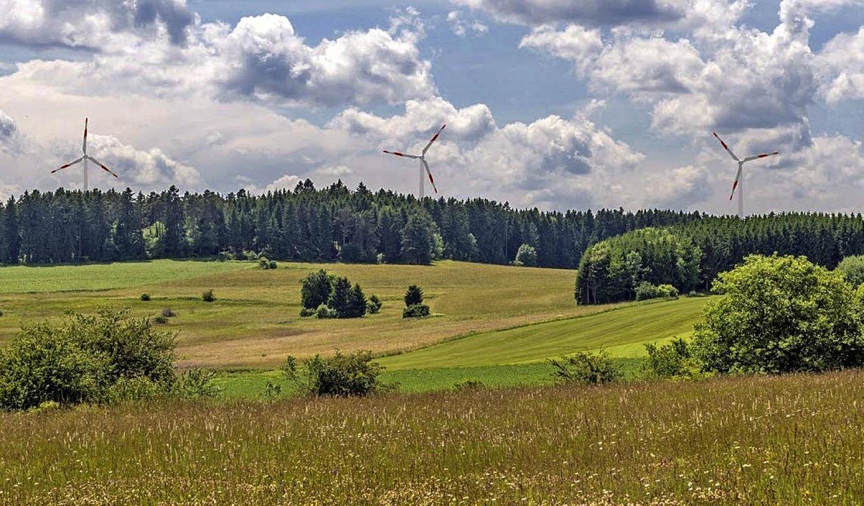Mit Windrädern: Blick vom Ochsenberg bei Löffingen in Richtung Großwald   | Foto: Fotomontage Bernhard Büttner