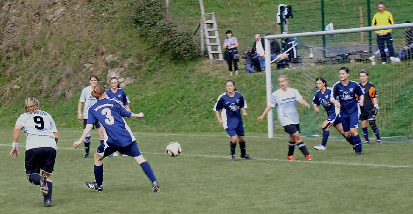 Der TuS Obermünstertal setzt auch weiterhin auf erfolgreichen Damenfußball.  | Foto: Eberhard Gross