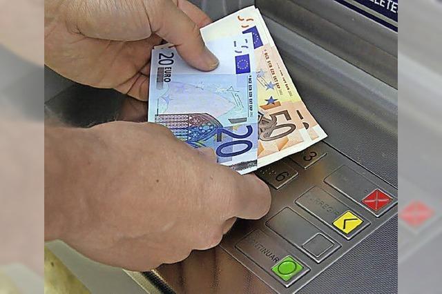 Was für ein Schreck: Geld am Automaten vergessen