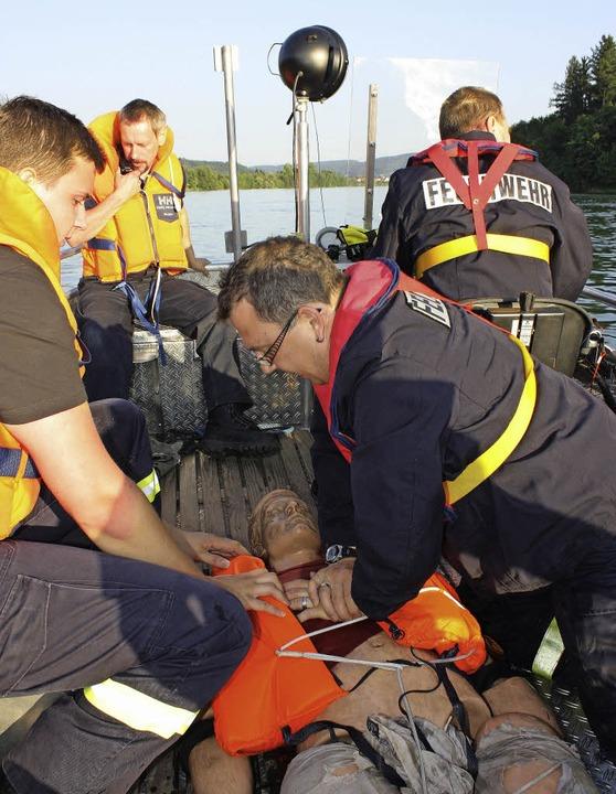 Kaum ist der Dummy aus dem Wasser gebo...and, Peter Staudenmayer gibt Vollgas.     Foto: Barbara Schmidt