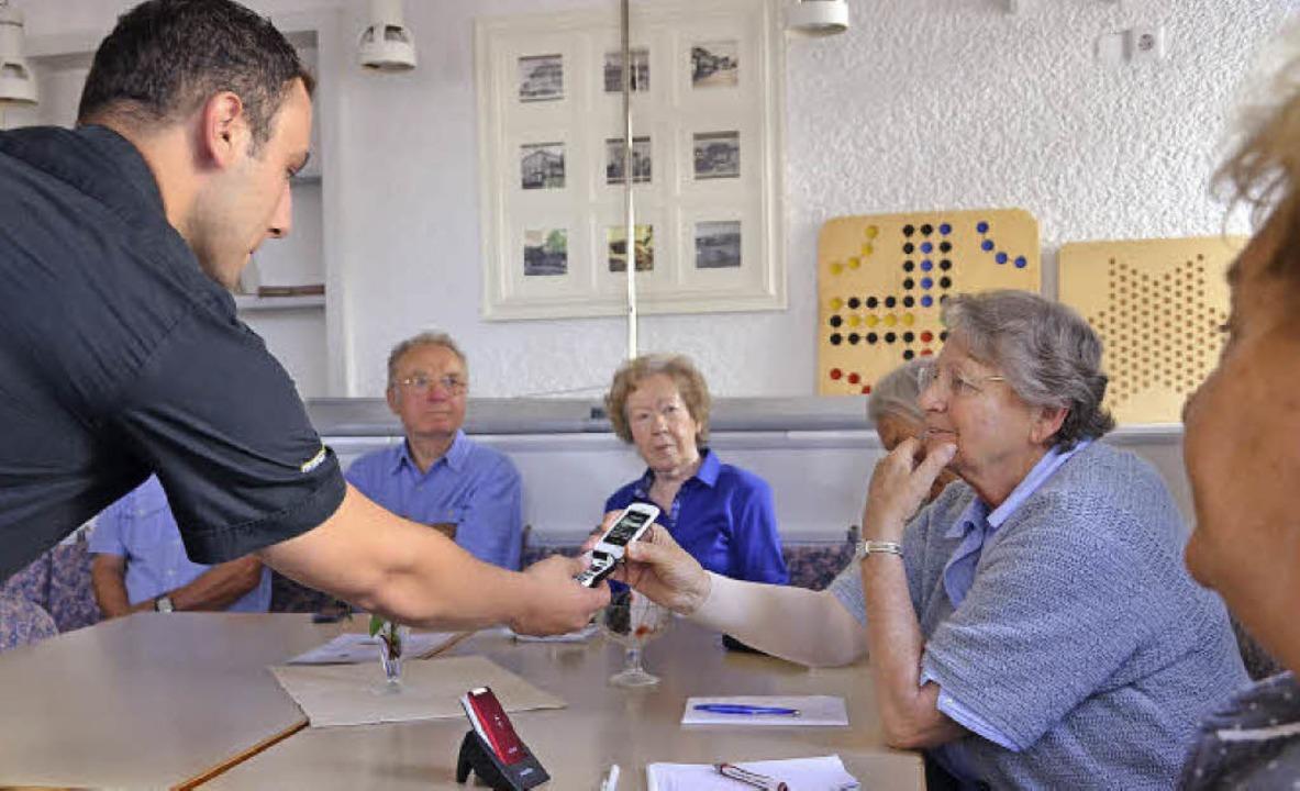 Murat Süyün hielt einen Vortrag und beantwortete danach Fragen der Zuhörer.    Foto: Martina Proprenter