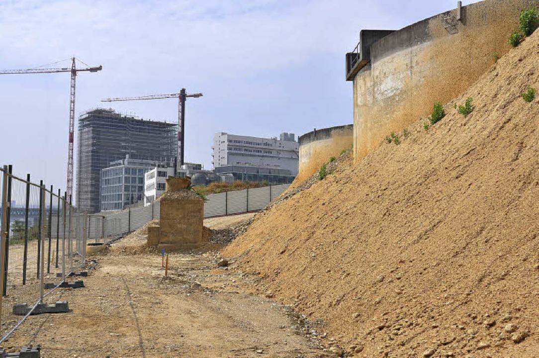 Der Rückbau der Hüninger Industrieklär... Basler Novartis-Campus kommt voran.    | Foto: Mahro