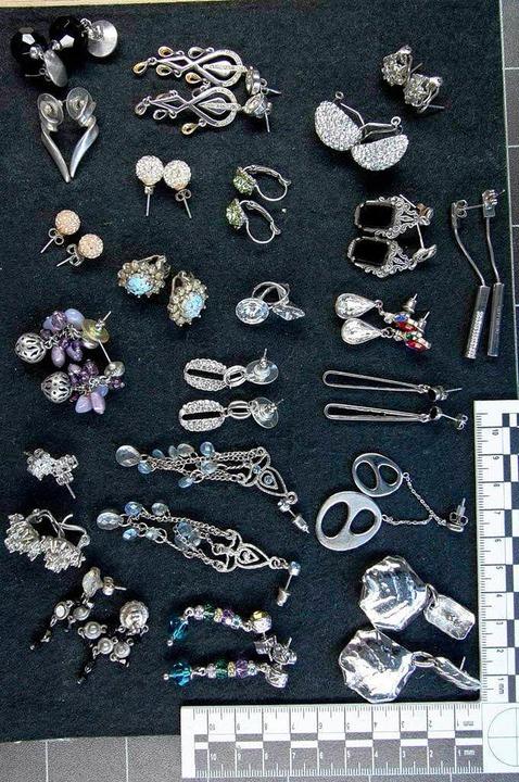 Teile des gestohlenen Schmucks.    Foto: Polizei