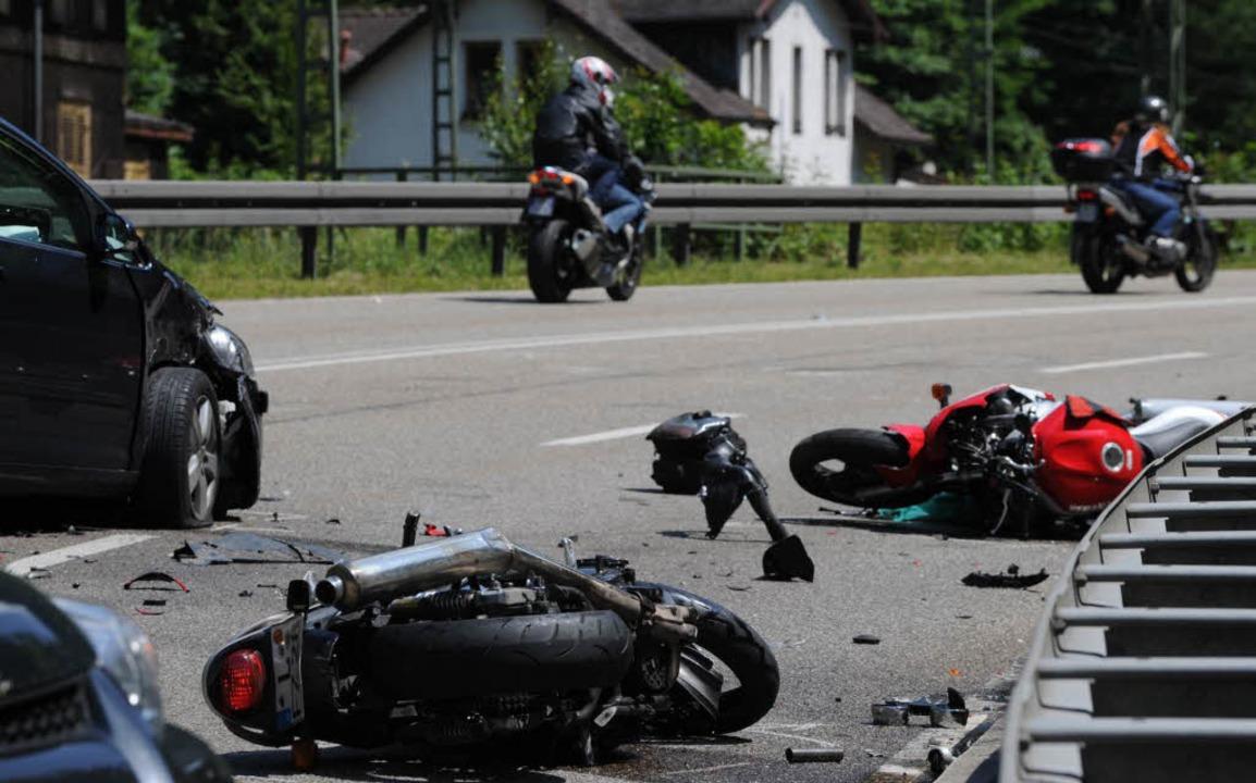 Zu hohes Tempo und Überforderung sind ... Ursachen für schwere Motorradunfälle.  | Foto: Patrick Seeger