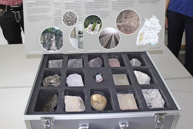 Ein Koffer voll mit Wissen über Gesteine und Geologie
