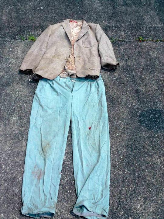 Diese Kleidungsstücke hat der Täter vor Ort zurückgelassen.    Foto: BZ