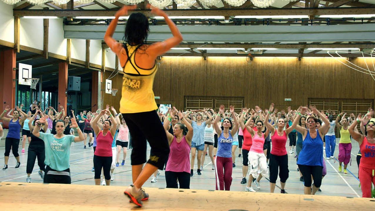 Groß war das Interesse bei der Nonstop...übungen vor, allen anderen machen mit.  | Foto: Christiane Franz