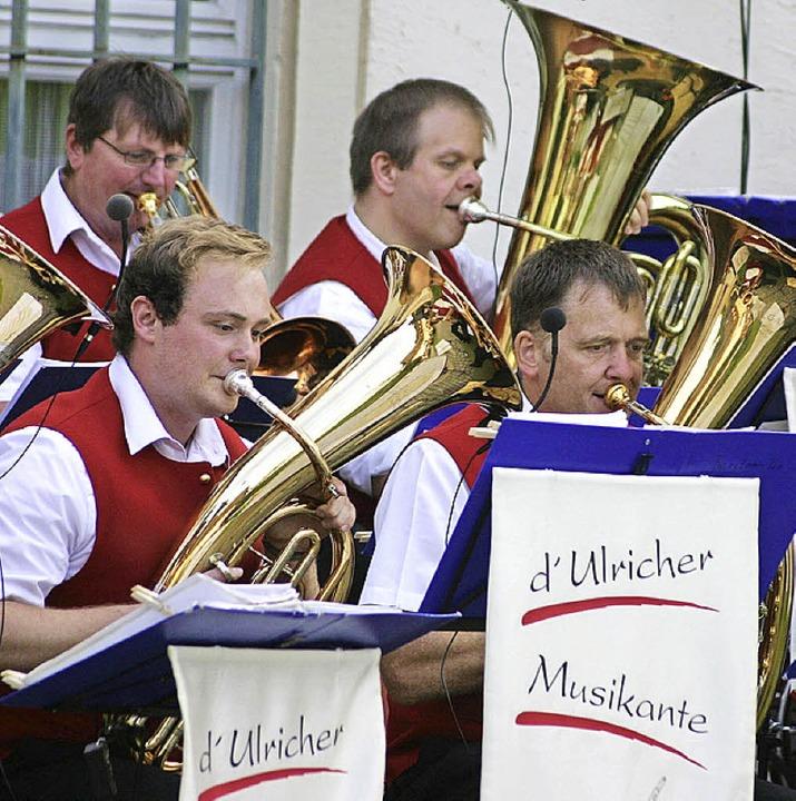 D'Ulricher Musikante bei ihrem Open-Air-Auftritt.   | Foto: privat