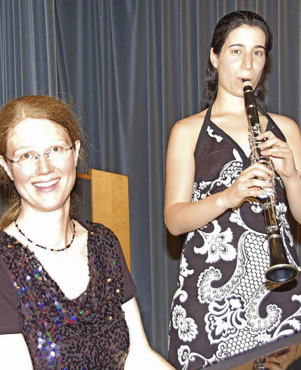 Dana Barak (Klarinette) und Sabine Pan... Gundelfingen ein romantisches Konzert  | Foto: Andrea Steinhart