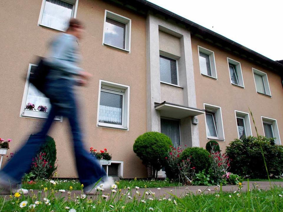 Wohnen kann teuer sein – besonders in Städten wie Freiburg.  | Foto: dpa
