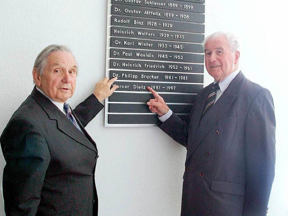 Philipp Brucker mit seinem Nachfolger als Oberbürgermeister, Werner Dietz.  | Foto: Heidi Foessel