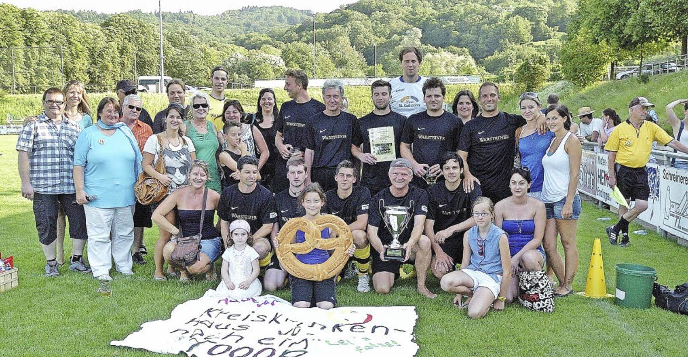 Sieger des Benefizturniers in Endingen...ans und Vertretern der Organisatoren.   | Foto: Jürgen Schweizer