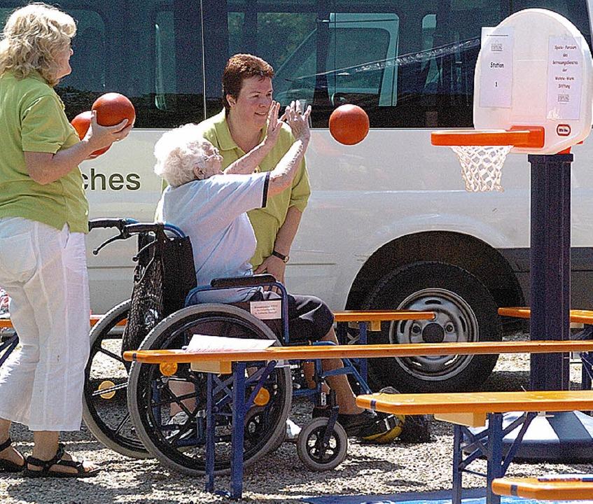 Beim Sportparcours konnten sich die Senioren vergnügen.  | Foto: Jürgen Schweizer