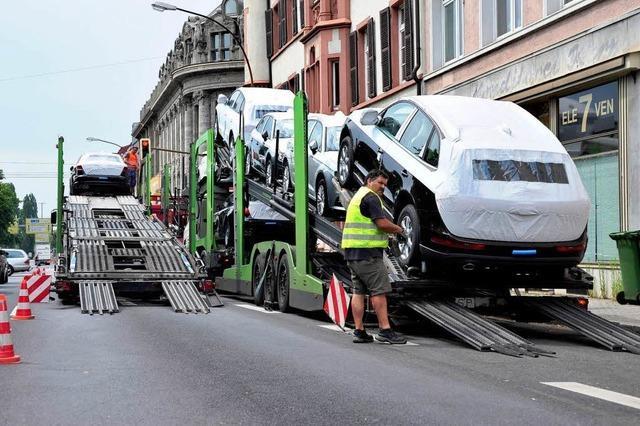 Pannenlaster hängt auf der Dreisamstraße fest – Staugefahr