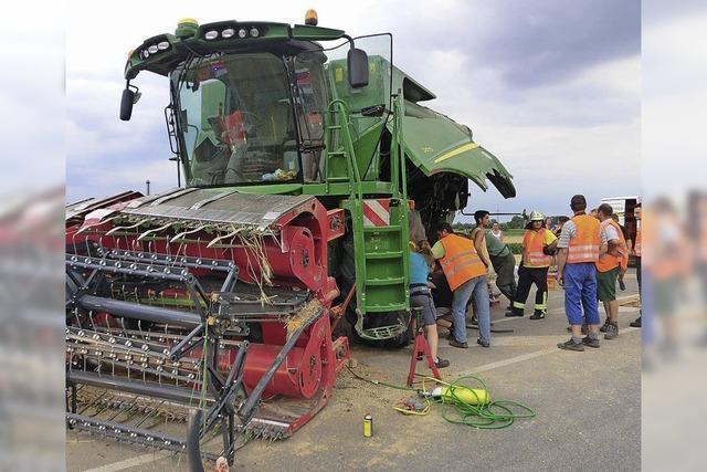 Gigant der Landwirtschft knickt auf der Straße ein