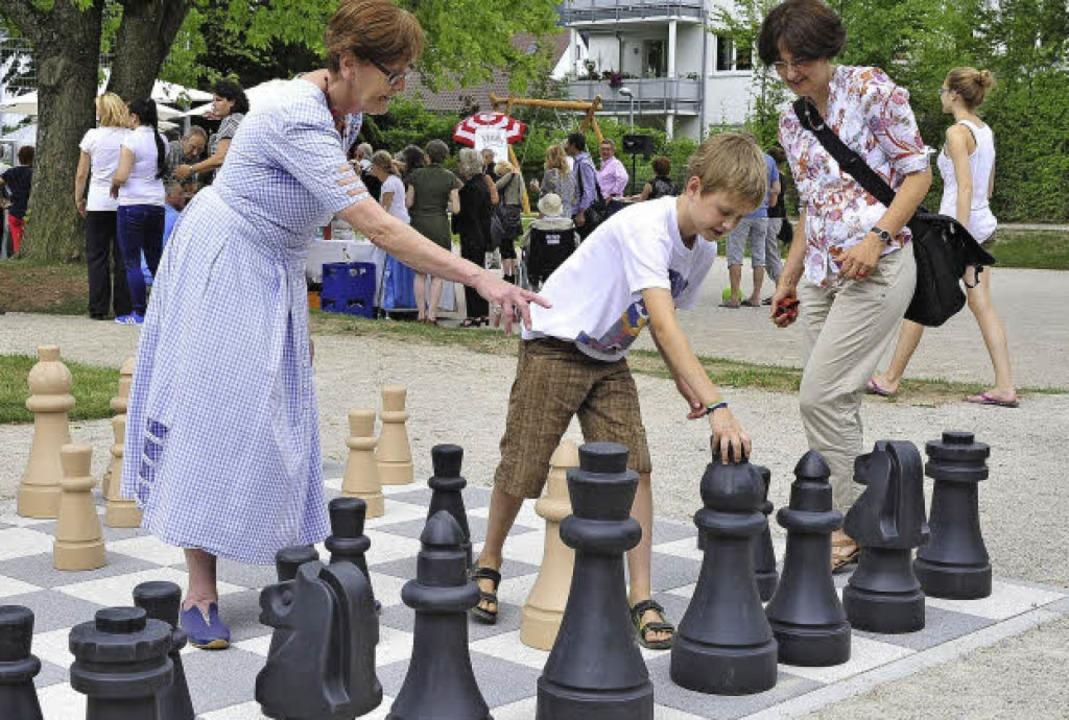Schach – eine von vielen Möglich...nd Ältere beim Generationenspielplatz.  | Foto: Thomas Kunz