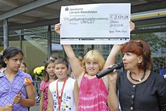 Riesenscheck für Unicef