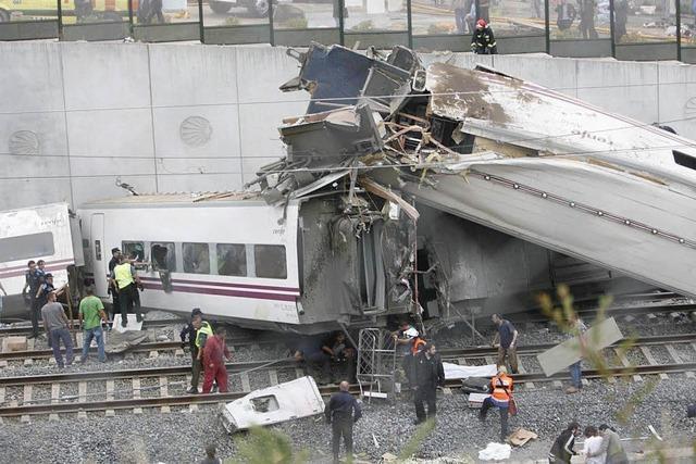 Schnellzug in Spanien entgleist: Mindestens 77 Tote