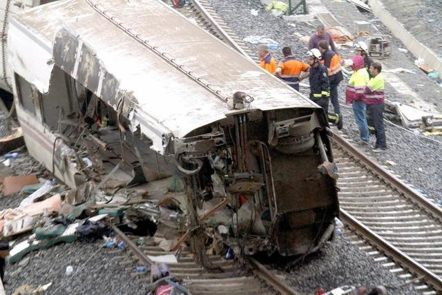 Zugunglück reißt 80 Menschen in den Tod - Debatte um Ursache