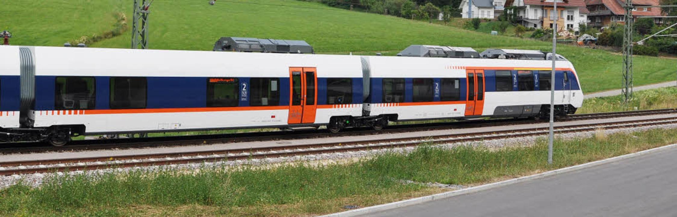 56 Meter lang sind die neuen Züge der Münstertalbahn, sie bieten 160 Sitzplätze.    Foto: Rainer Ruther