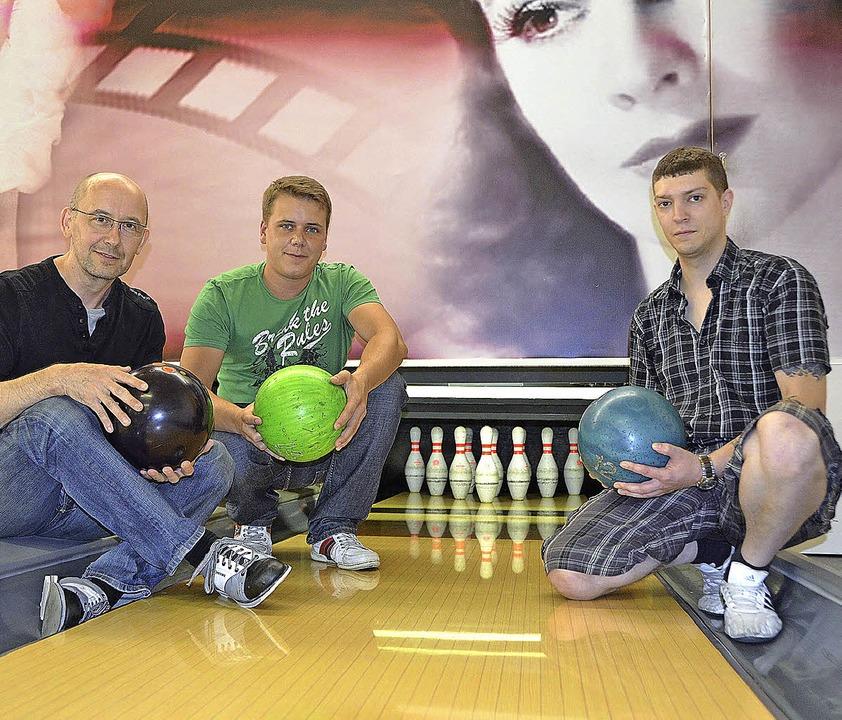 Bowling: der neue Bowling-Verein 1. BV...) und Robert Fischer (2. Vorsitzender)  | Foto: Michael Gilg