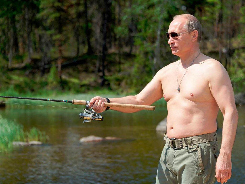 Oben ohne – Putin triumphiert über 21-Kilo-Hecht ...