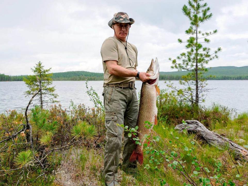 Putin und sein Hecht.  | Foto: dpa