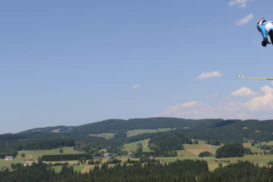 Das heiße Sommerskispringen in Hinterzarten. (Foto: Patrick Seeger)