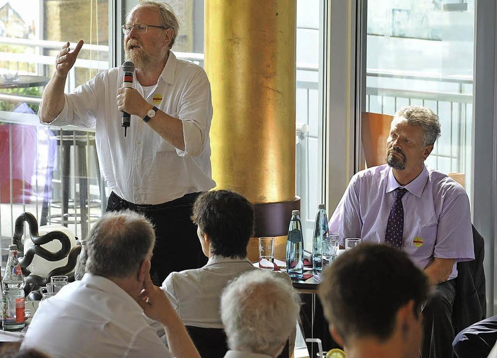 Leidenschaftliches Plädoyer für kultur...zt Gernot Erler (rechts) im Wahlkampf.  | Foto: Eggstein