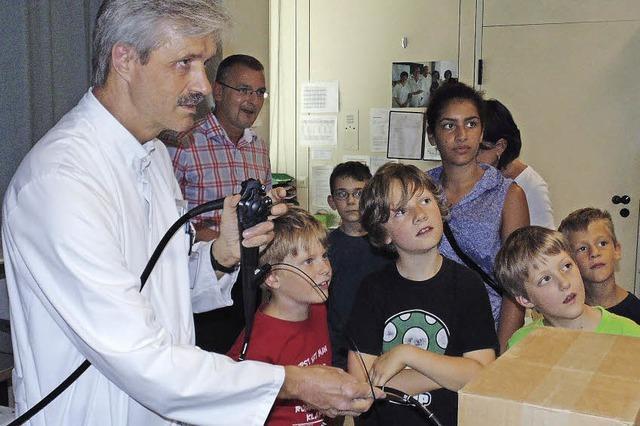 Kindern bekamen die Kunst der Gastroskopie erklärt