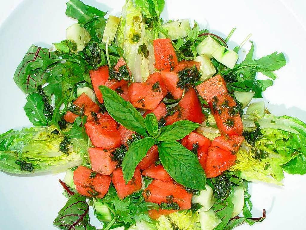 salat mit wassermelone und viel frischer minze stechls standgericht badische zeitung. Black Bedroom Furniture Sets. Home Design Ideas