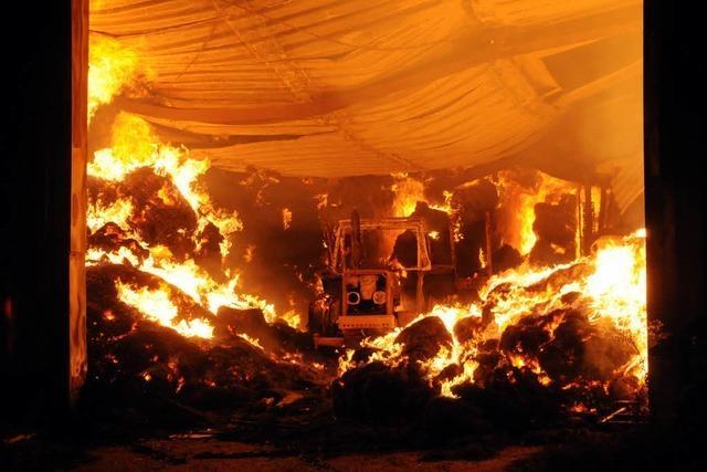 Hoher Sachschaden bei Lagerhallenbrand