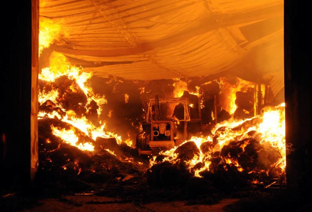 Die etwa 800 Quadratmeter große Halle brannte bis auf die Grundmauern nieder    Foto: WOLFGANG KUENSTLE
