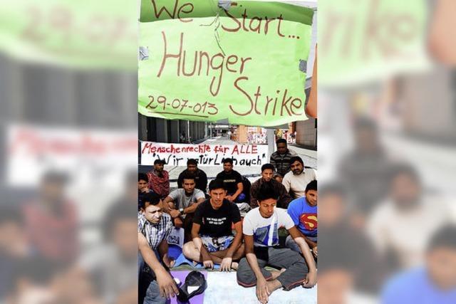 Asylbewerber setzen Hungerstreik aus