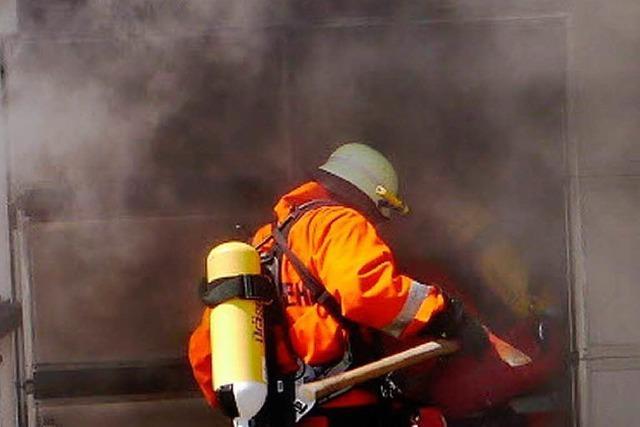 Feuerwehr rettet Firmengebäude in Eisenbach