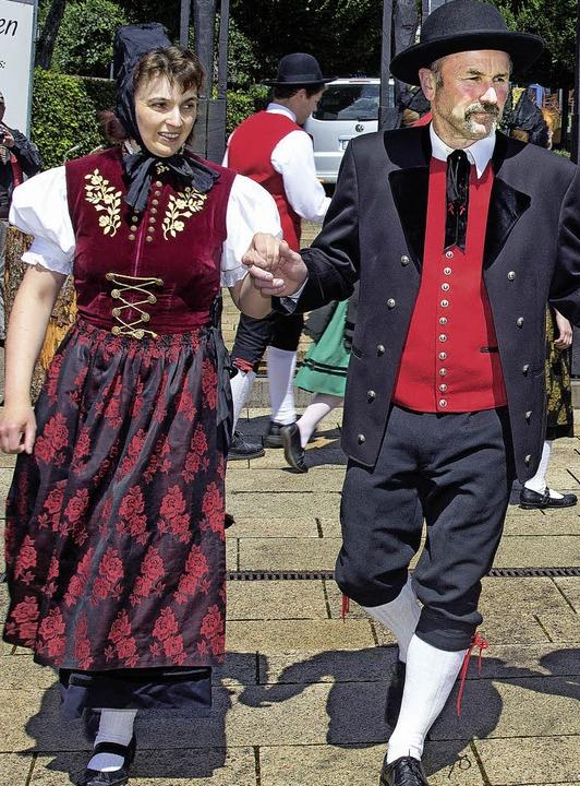 Wieder bei Sonnenschein erfreute die V...e Besucher mit internationalen Tänzen.  | Foto: Wilfried Dieckmann