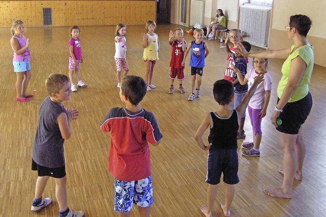 Kinder lernen viel bei gemeinsamen Spielen