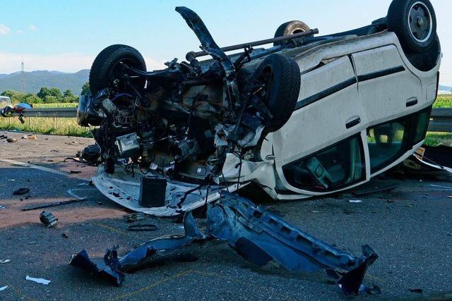 Bad Krozingen: Auto kracht auf Cabrio - Beifahrerin stirbt