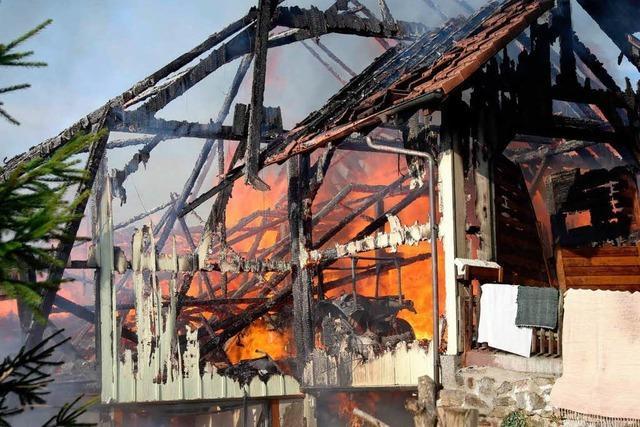 Haus in Riedern am Wald brennt ab – 250.000 Euro Schaden
