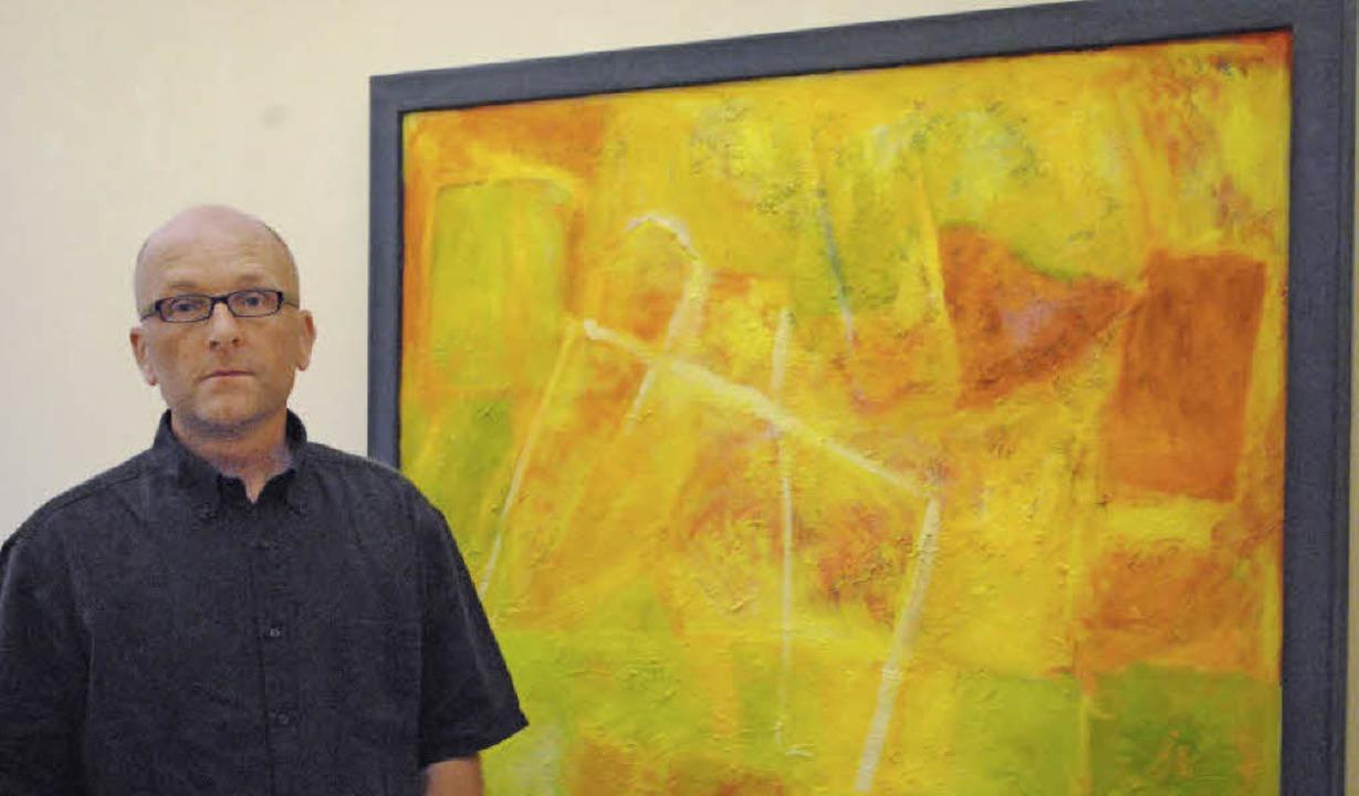 Ludger Schäfer vor einem seiner Werke,... Kunstpalais Badenweiler zu sehen ist   | Foto: beatrice ehrlich