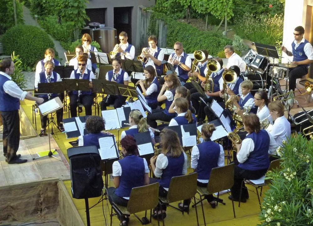Der Musikverein Wolfenweiler-Schallsta...ttchehof und gab ein Serenadenkonzert.  | Foto: Privat