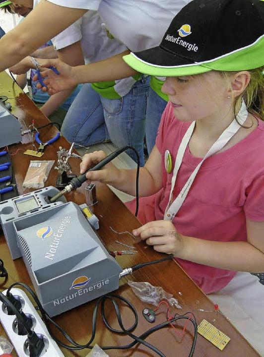 Bei der Naturenergie-Olympiade am Freitag war vor allem die Lötecke beliebt.   | Foto: zvg