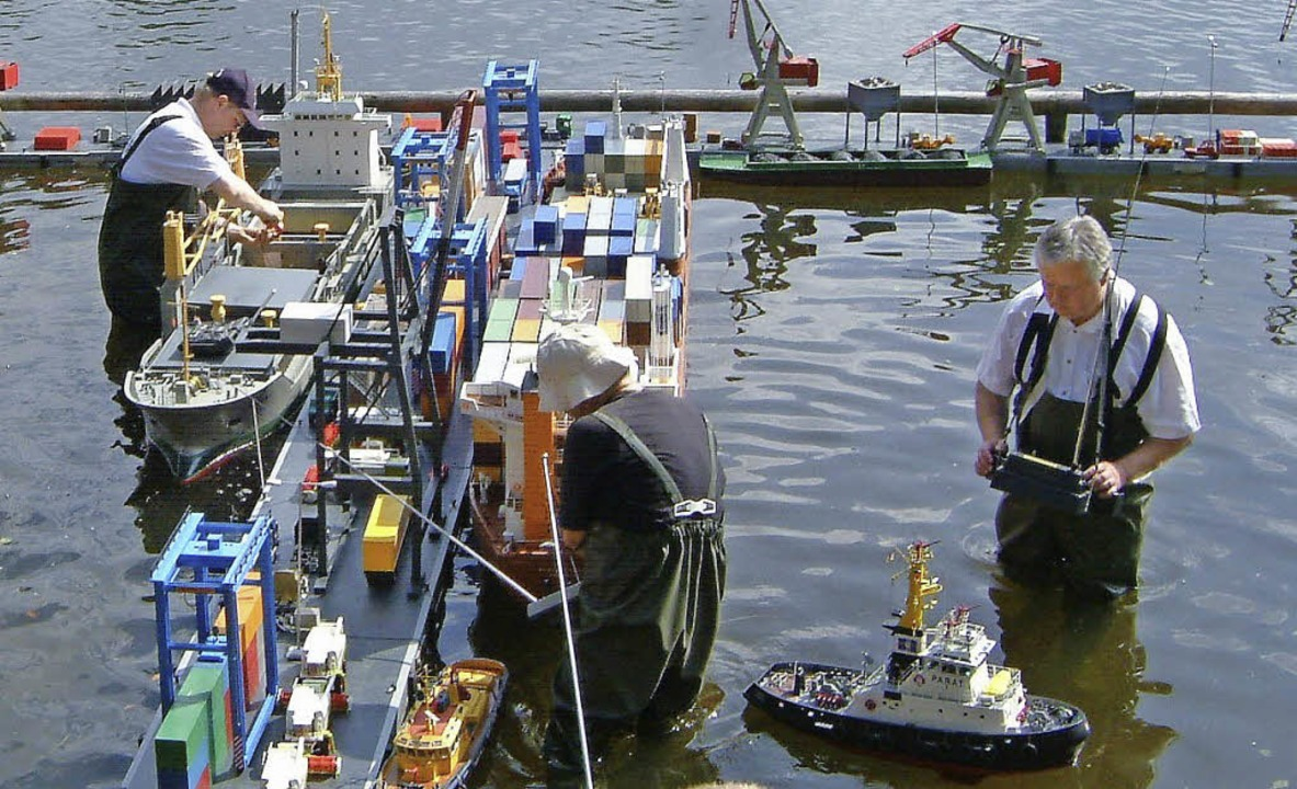 Am Ufer des Badweihers in St. Peter entsteht am Wochenende ein Schiffshafen.  | Foto: Privat