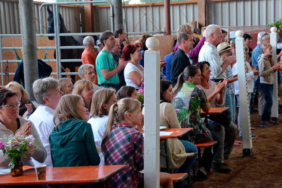 Die Zuchtschau lockte viele Zuschauer auf den Bellihof. (Foto: Juliane Kühnemund)
