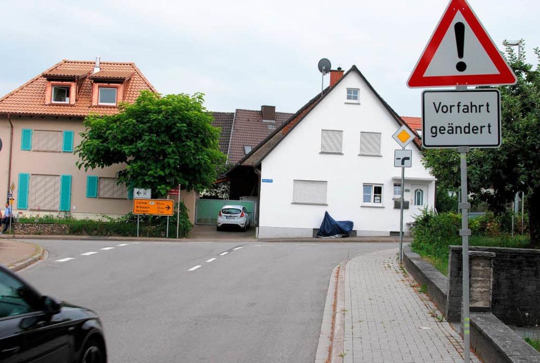 Im Dorf wurde die Vorfahrt neu geregel...tskern (nach links) ist untergeordnet.  | Foto: Manfred Frietsch