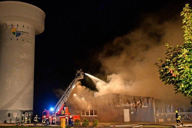 Großbrand vernichtet Metzgerei in Eschbach